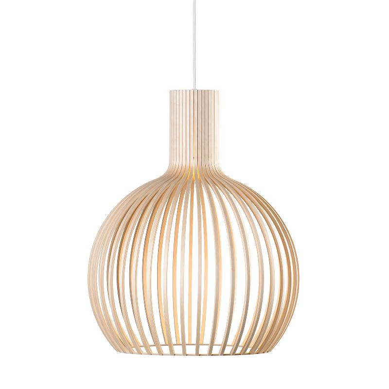 Tuula Juséliuksen perustama Secto Design valmistaa Seppo Kohon suunnittelemia puisia valaisimia.